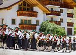 Italy, South Tyrol (Trentino - Alto Adige), La Valle: marching band Wengen | Italien, Suedtirol (Trentino - Alto Adige), Wengen: die Musikkapelle Wengen bei einem Umzug durchs Dorf anlaesslich eines Kirchenfestes