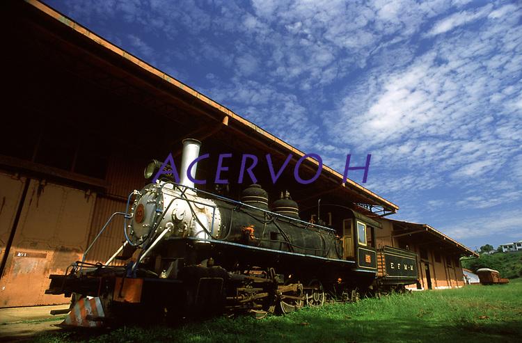 locomotiva da estrada de ferro Madeira-Mamoré (EFMM) na estação inicial em Porto Velho - Rondônia<br />setembro de 2003