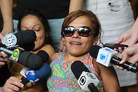 ITAPECERICA DA SERRA, SP, 05.01.2014 - VELORIO NELSON NED - Filha do cantor Monalisa Pinto Pereira durante Velorio do cantor Nelson Ned, de 66 anos que morreu na manha desde domingo, 05, no Hospital Regional de Cotia, o cantor estava internado desde sábado com pneumonia. O velório é realizado na tarde deste domingo no Cemiterio Horto da Paz em Itapecerica da Serra na grande Sao Paulo. (Foto: Vanessa Carvalho / Brazil Photo Press).