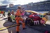 #18: Kyle Busch, Joe Gibbs Racing, Toyota Camry M&M's pit stop