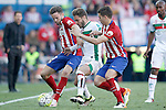 Atletico de Madrid's Saul Niguez (l) and Lucas Hernandez (r) and Granada Club de Futbol's Ruben Rochina during La Liga match. April 17,2016. (ALTERPHOTOS/Acero)