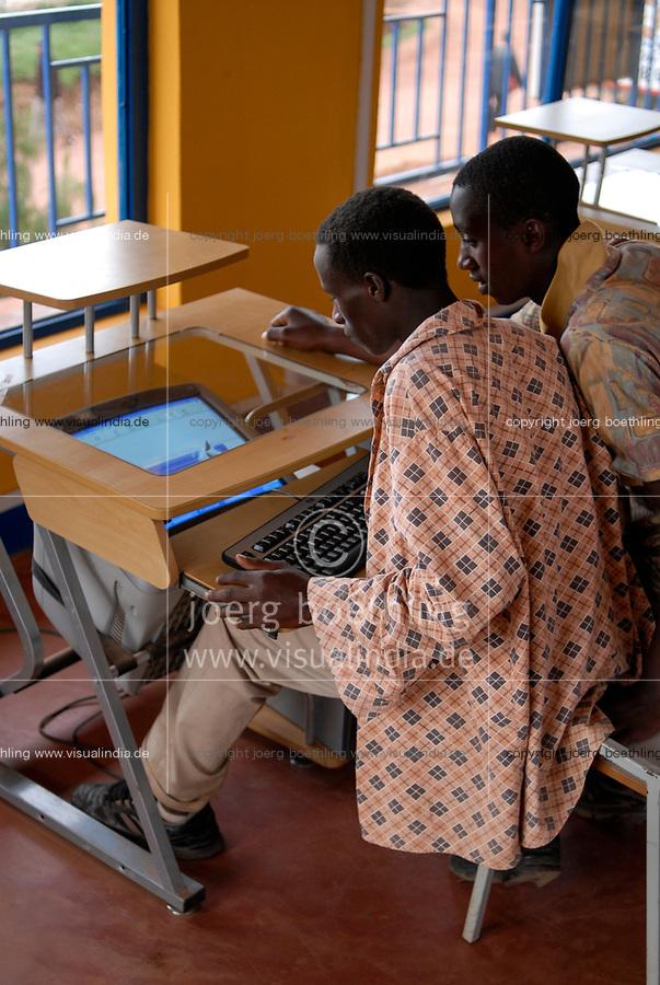 RWANDA, Byumba , internet cafe / RUANDA, Byumba, Internet Cafe