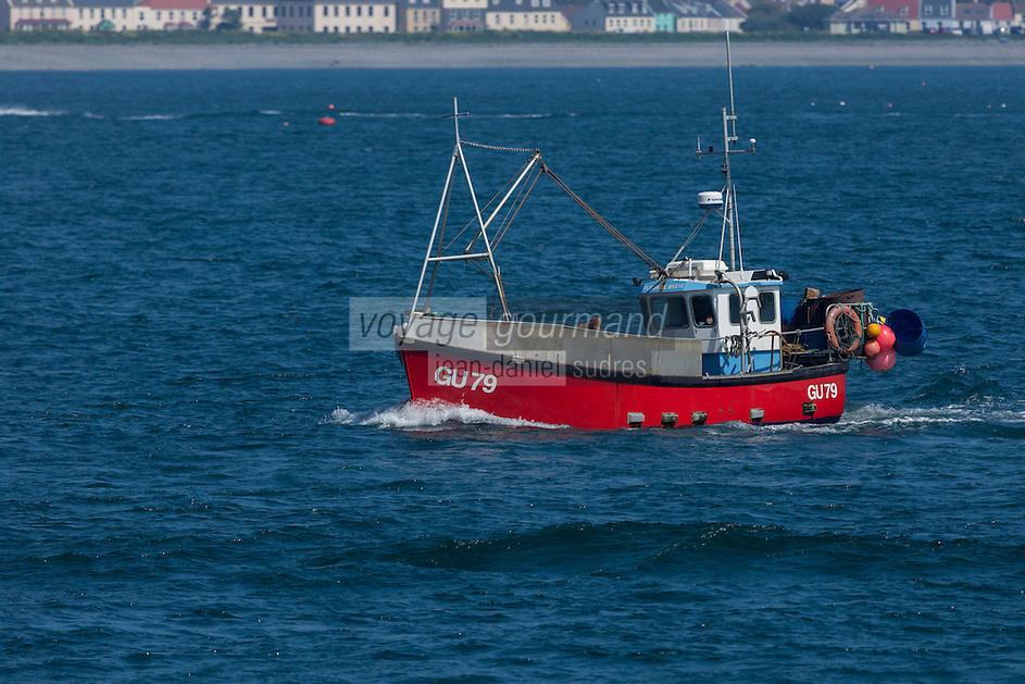 Royaume-Uni, îles Anglo-Normandes, île de Guernesey, Saint Peter Port: bateau de pêche rentrant au port // United Kingdom, Channel Islands, Guernsey island, Saint Peter Port: fishing boat