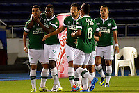 BARRANQUILLA - COLOMBIA -30-03-2014: Los jugadores de Deportivo Cali celebran el gol anotado al Deportivo Cali durante partido Universidad Autonoma y Deportivo Cali por la fecha 13 de la Liga Postobon I 2014, jugado en el estadio Metropolitano Roberto Melendez de la ciudad de Barranquilla.  / The players of Deportivo Cali celebrate a scored goal to Deportivo Cali during a match between Universidad Autonoma and Deportivo Cali for the date 13th of the Liga Postobon I 2014 at the Metropolitano Roberto Melendez stadium in Barranquilla city. Photo: VizzorImage / Alfonso Cervantes / Str.