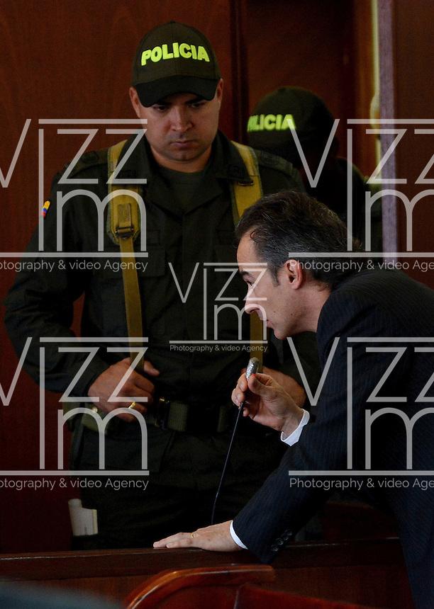 MEDELLÍN - COLOMBIA, 13-05-2014.  El gerente de la constructora CDO, Pablo Villegas Mesa no aceptó el cargo de homicidio culposo en la audiencia de imputación de cargos que se realiza este martes en el caso de la Torre 5 del edificio Space de la ciudad de Medellín que se desplomó en el mes de octubre de 2013 y que terminó con la demolición de la torre 5./ The construction manager of the CDO, Pablo Villegas Mesa not accepted the charge of manslaughter at the hearing of complaint charges Tuesday is done in the case of the Space Tower 5 building of the city of Medellin which collapsed in October 2013 and ended with the demolition of the tower 5..  Photo: VizzorImage/Luis Rios/STR