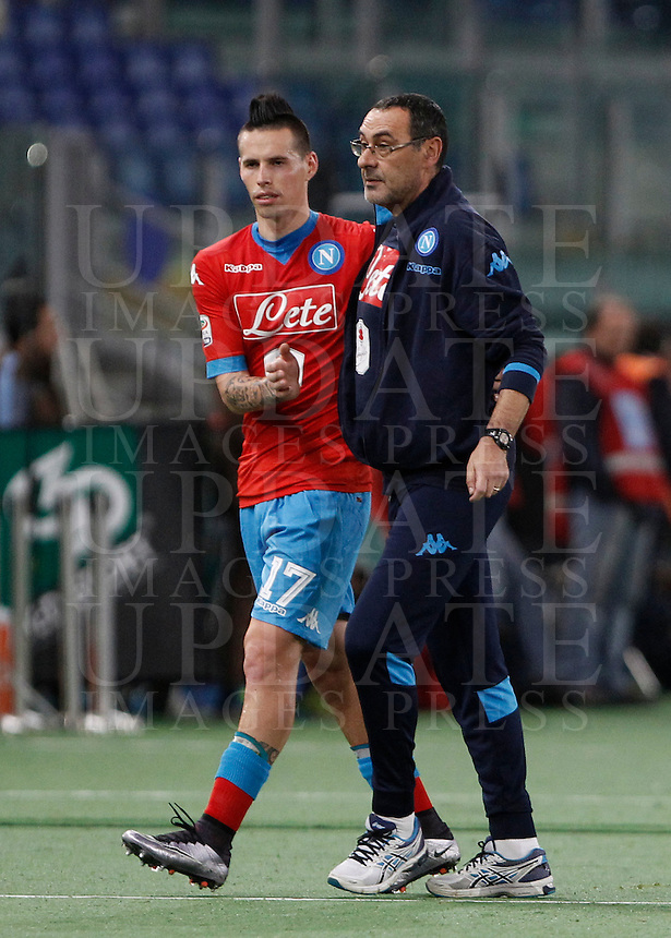 Calcio, Serie A: Lazio vs Napoli. Roma, stadio Olimpico, 3 Napoli's coach Maurizio Sarri, right, greets his player Marek Hamsik as he leaves the pitch during the Italian Serie A football match between Lazio and Napoli at Rome's Olympic stadium, 3 February 2016.<br /> UPDATE IMAGES PRESS/Isabella Bonotto