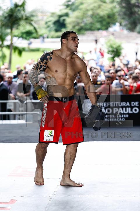ATENCAO EDITOR IMAGEM EMBARGADA PARA VEICULOS INTERNACIONAIS - SAO PAULO, SP, 16 DE JANEIRO 2013 - UFC TREINOS ABERTOS - O lutador peso medio Daniel Sarafian   durante treinos abertos do UFC no Vale do Anhangabau nesta quarta-feira, 14. (FOTO: ADRIANA SPACA / BRAZIL PHOTO PRESS).