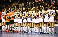 team Team bei Nationalhymne vor Spielbeginn<br /> / Sport / Hockey Hnhockey / World Championships Weltmeisterschaft Damen /  2017/2018 / 07.02.2018 / GER BRGermany vs. Russland  *** Local Caption *** © pixathlon<br /> Contact: +49-40-22 63 02 60 , info@pixathlon.de