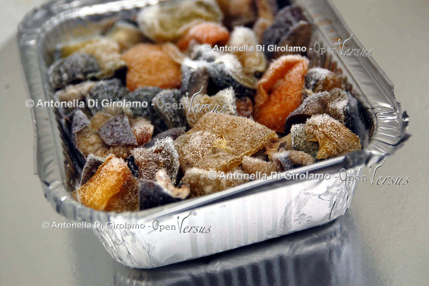 Contenitori di alluminio per alimenti congelati. Aluminum foil containers for frozen food...