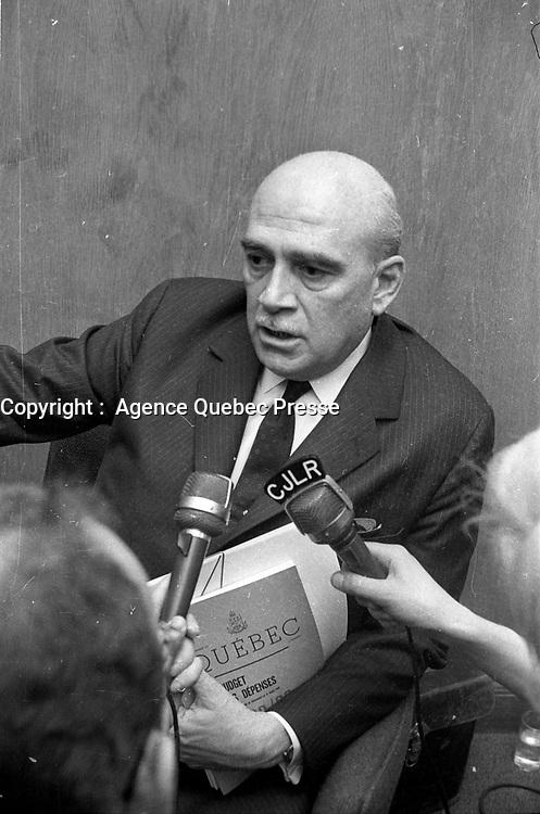 Paul Dozois: ministre des Finances, ministre des Institutions financières <br /> Entre le 25 et le 31 mars 1968<br /> <br /> Photo : Photo Moderne - AQP
