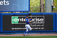 New York Mets outfielder Mallex Smith (21) catches a fly ball during a Major League Spring Training game against the St. Louis Cardinals on March 19, 2021 at Clover Park in St. Lucie, Florida.  (Mike Janes/Four Seam Images)