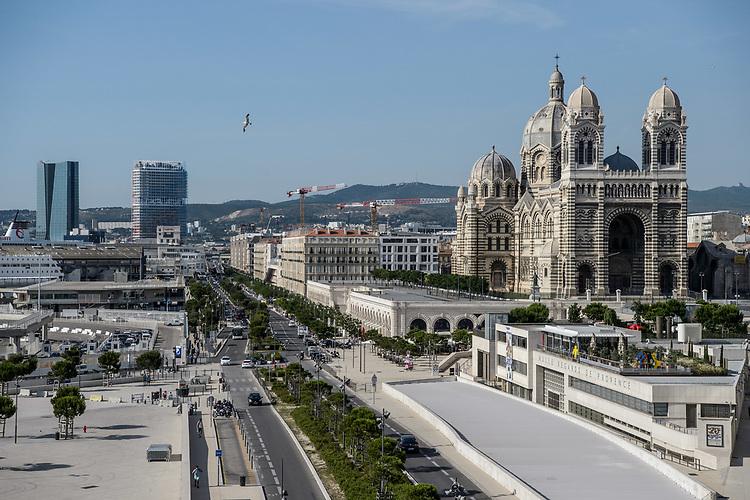 Tours et silo, quai de la Joliette et cathédrale de la Major  - Marseille