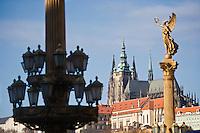 Europe/République Tchèque/Prague:La colline du Château ,Petrin, Cathédrale  Saint-Guy  et la  vus depuis le Pont Legil