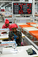 ETHIOPIA , Southern Nations, Hawassa or Awasa, Hawassa Industrial Park, chinese-built for the ethiopian government to attract foreign investors with low rent and tax free to establish a textile industry and create thousands of new jobs, taiwanese company Everest Textile Co. Ltd.produces textiles from synthetic fabric for export, training department for new worker, digital performance display / AETHIOPIEN, Hawassa, Industriepark, gebaut durch chinesische Firmen fuer die ethiopische Regierung um die Hallen fuer Textilbetriebe von Investoren zu vermieten, taiwanesische Firma Everest Textile Co. Ltd. produziert Textilien aus synthetischen Stoffen fuer den Export, Ausbildungsabteilung, Anlernen von neuen Arbeitskraeften