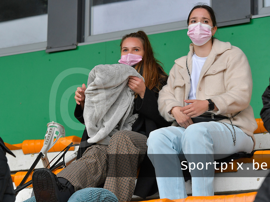 Injured goal keeper Silke Baccarne of Aalst pictured before a female soccer game between SV Zulte - Waregem and Eendracht Aalst on the 9 th matchday in play off 2 of the 2020 - 2021 season of Belgian Scooore Womens Super League , saturday 22 nd of May 2021  in Zulte , Belgium . PHOTO SPORTPIX.BE | SPP | DIRK VUYLSTEKE