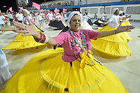 SÃO PAULO, SP, 14 DE JANEIRO DE 2012 - ENSAIO TÉCNICO ROSAS DE OURO - Ensaio técnico da Escola de Samba Rosas de Ouro na praparação para o Carnaval 2012. O ensaio foi realizado na noite deste sabado, no Sambódromo do Anhembi, zona norte da cidade. FOTO: LEVI BIANCO - NEWS FREE