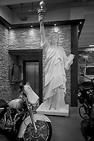 Switzerland. Canton Bern. Lyssach. Vogels Offroads is a car dealer specialized in import of Canadian and US new vehicles. A copy of the Staue of Liberty and a Harley Davidson motorbike. The Statue of Liberty (Liberty Enlightening the World; French: La Liberté éclairant le monde) is a colossal neoclassical sculpture on Liberty Island in New York Harbor within New York City, in the United States. The copper statue, a gift from the people of France to the people of the United States, was designed by French sculptor Frédéric Auguste Bartholdi and its metal framework was built by Gustave Eiffel. The statue was dedicated on October 28, 1886. The statue is a figure of Libertas, a robed Roman liberty goddess. She holds a torch above her head with her right hand, and in her left hand carries a tabula ansata inscribed JULY IV MDCCLXXVI (July 4, 1776 in Roman numerals), the date of the U.S. Declaration of Independence. After its dedication, the statue became an icon of freedom and of the United States, seen as a symbol of welcome to immigrants arriving by sea. Lyssach is a municipality in the administrative district of Emmental. 7.12.2020 © 2020 Didier Ruef