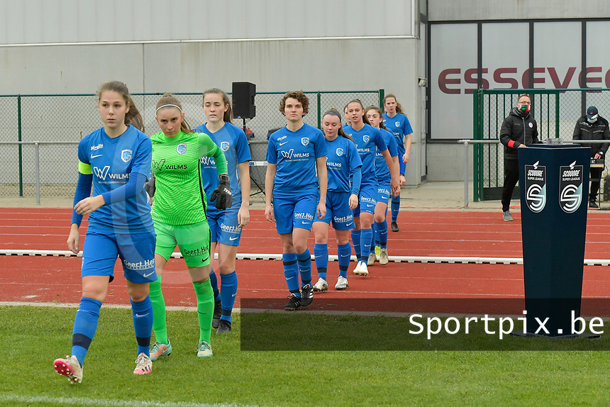 players of Genk pictured entering the pitch during a female soccer game between SV Zulte - Waregem and KRC Genk on the 8 th matchday of the 2020 - 2021 season of Belgian Scooore Women s SuperLeague , saturday 21 th of November 2020  in Zulte , Belgium . PHOTO SPORTPIX.BE   SPP   DIRK VUYLSTEKE