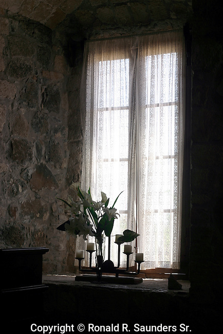 STONE & LACE<br />
