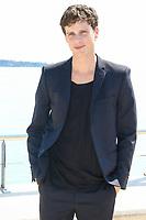 Adam Palsson pose lors du photocall de BEFORE WE DIE pendant le MIPTV a Cannes, le lundi 3 avril 2017.