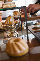 Europe/France/Rhone-Alpes/74/Haute-Savoie/ Chamonix: Service du chariot de desserts au  Restaurant  Albert 1er