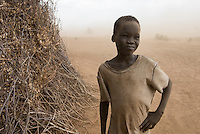 ETHIOPIA, Southern Nations, Lower Omo valley, Kangaten, village Kakuta, Nyangatom tribe, boy in sandstorm / AETHIOPIEN, Omo Tal, Kangaten, Dorf Kakuta, Nyangatom Hirtenvolk, Junge Lonok im Sandsturm