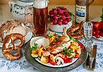 Deutschland, Bayern, Niederbayern: Bayerisch Essen und Trinken | Germany, Lower Bavaria: Bavarian meal