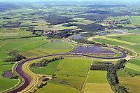 Oste bei Laumuehlen: EUROPA, DEUTSCHLAND, NIEDERSACHSEN, 16.06.2010: Die 153 km lange Oste  ist der noerdlichste linke Nebenfluss der Elbe in Niedersachsen. Sie durchfliesst die Landkreise Harburg, Rotenburg, Stade und Cuxhaven. Sie hat ein Einzugsgebiet von nahezu 1000 Quadratkilometern bei Bremervoerde, das bis zur Muendung auf gut 1.700 Quadratkilometerzunimmt. Der Abschnitt von Bremervoerde bis zur Muendung misst etwa 75 Kilometer. Sie ist bis zum 30. Juni 2010 eine Bundeswasserstraße der Zoneb 2 vom Muehlenwehr in Bremervoerde bis zur Mündung in die Elbe. Ab dem 1. Juli 2010 wird nur noch die Teilstrecke von 210 Meter oberhalb der Achse der Straßenbruecke ueber das Ostesperrwerk bis zur Muendung in die Elbe eine Bundeswasserstraße sein...- Stichworte: Deutschland, Niedersachsen, Laumuehlen, Oste,  Fluss, Flusslauf, Lauf, Verlauf, Natur, Landschaft, gruen, Schlinge, schlaengeln, Wasser, Felder, Deich, Deichbau, Flussdeich, Landwirtschaft, Anbau, gruen, Luftbild, Draufsicht, Luftaufnahme, Luftansicht, Luftblick, Flugaufnahme, Flugbild, Vogelperspektive, Ueberblick, Uebersicht # , .c o p y r i g h t : A U F W I N D - L U F T B I L D E R . de.G e r t r u d - B a e u m e r - S t i e g 1 0 2, .2 1 0 3 5 H a m b u r g , G e r m a n y.P h o n e + 4 9 (0) 1 7 1 - 6 8 6 6 0 6 9 .E m a i l H w e i 1 @ a o l . c o m.w w w . a u f w i n d - l u f t b i l d e r . d e.K o n t o : P o s t b a n k H a m b u r g .B l z : 2 0 0 1 0 0 2 0 .K o n t o : 5 8 3 6 5 7 2 0 9.V e r o e f f e n t l i c h u n g  n u r  m i t  H o n o r a r  n a c h M F M, N a m e n s n e n n u n g  u n d B e l e g e x e m p l a r !.