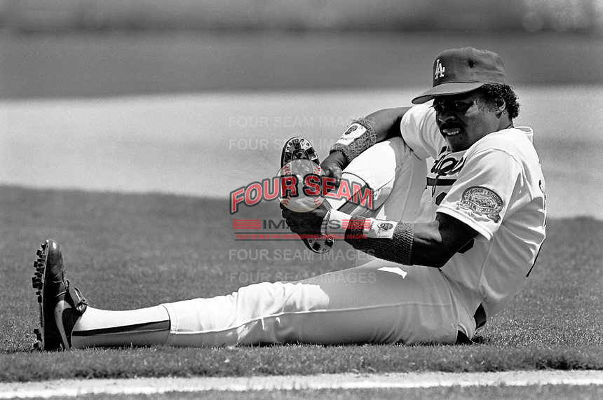 Los Angeles Dodgers Pedro Guerrero #28 before a game against the New York Mets at Dodger Stadium during the 1987 season in Los Angeles,California.(Larry Goren/Four Seam Images)