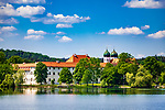 Deutschland, Bayern, Oberbayern, Chiemgau, Seeon-Seebruck: Kloster Seeon - ehemaliges Benediktinerkloster am Klostersee | Germany, Bavaria, Upper Bavaria, Chiemgau, Seeon-Seebruck: Monastery Seeon - former Benedictine monastery - at Monastery Lake
