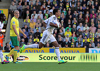 Pictured: Saturday 16 October 2011<br /> Re: Premiership football Norwich v Swansea City FC.