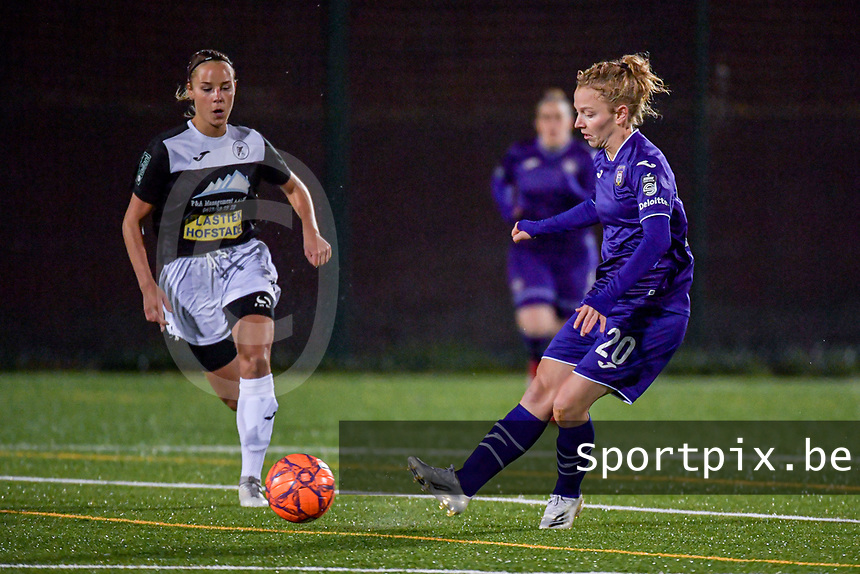 Aalst's forward Anke Vanhooren (7) and Anderlecht midfielder Charlotte Tisson (20) pictured during a female soccer game between RSC Anderlecht Dames and Eendracht Aalst Ladies  on the fourth matchday of the 2020 - 2021 season of Belgian Womens Super League , Tuesday 13 th of October 2020  in ANDERLECHT , Belgium . PHOTO SPORTPIX.BE | SPP | STIJN AUDOOREN