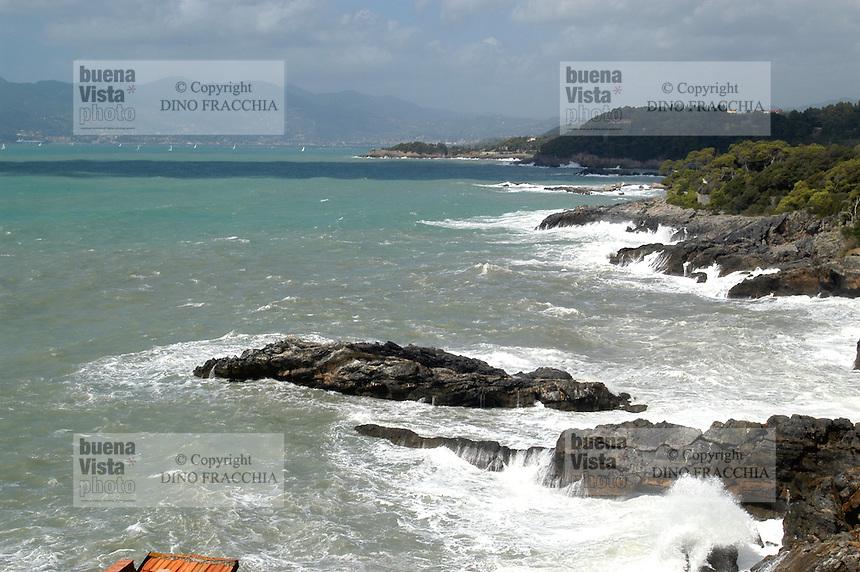 - the reef near Tellaro village during a sea storm....- la scogliera del paese di Tellaro durante una mareggiata