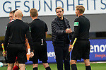 17.10.2020, Schwarzwald Stadion, Freiburg, GER, 1.FBL, SC Freiburg vs SV Werder Bremen<br /> <br /> im Bild / picture shows<br /> Trainer Florian Kohfeldt (Bremen) bedankt sich beim Schhiedsrichtergespann<br /> <br /> Foto © nordphoto / Bratic<br /> <br /> DFL REGULATIONS PROHIBIT ANY USE OF PHOTOGRAPHS AS IMAGE SEQUENCES AND/OR QUASI-VIDEO.