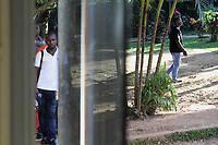 """Rio Branco, Acre, 25.05.2015 - Abrigo em Rio Branco no Acre, em uma ch·cara nas proximidades da cidade, acolhe os imigrantes que passam com destino a outras cidades do Brasil.  O MinistÈrio da JustiÁa fez no inÌcio dessa semana, (18), uma solicitaÁ""""o ao governo do Acre para que as viagens fossem suspensas com destino para a capital paulista. A suspens""""o das viagens dos haitianos para S""""o Paulo foi um pedido da Prefeitura, que, em nota, disse que tem o dever de acolher os imigrantes, mas que n""""o estava preparada para receber tanta gente de surpresa. Os haitianos vÍm para capital paulista em busca de oportunidades, mas muitas vezes acabam sem emprego e sem dinheiro. O destino dos haitianos agora È o Sul do PaÌs, para as cidades de FlorianÛpolis e Porto Alegre"""