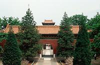 China, Peking, Minggräber, Grab Changling, Tor und Stelenturm, Unesco-Weltkulturerbe