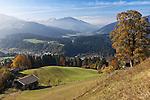 Austria, Tyrol, Kitzbuehel: view across Kitzbuehel towards Brixen Valley | Oesterreich, Tirol, Kitzbuehel: Blick ueber Kitzbuehel ins Brixenthal