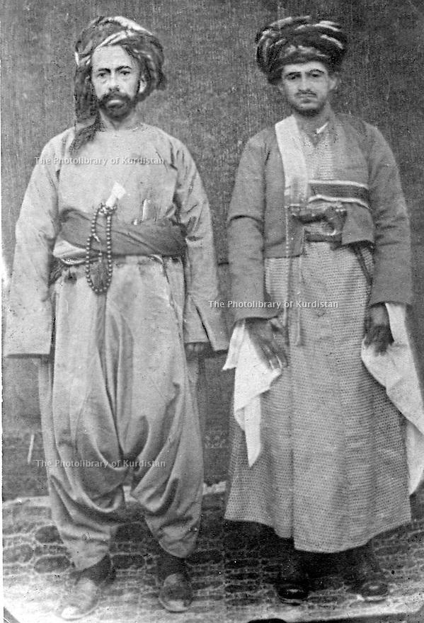 Iraq 1921.Left, Sheikh Mahmoud Barzinji with  Sheikh Sardar Khan Ardalan  .Irak 1921 .A gauche, Sheikh Mahmoud Barzinji avec Sheikh Sardar Khan Ardalan
