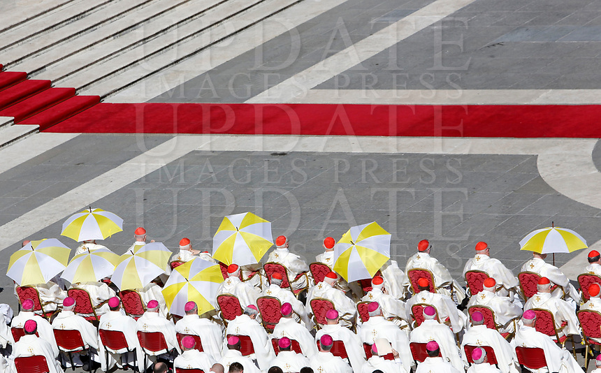Prelates use umbrellas to take shelter from the sun during a canonization ceremony celebrated by the Pope in St. Peter's Square at the Vatican, October 15, 2017. The pontiff canonized Italian Capuchin priest  Angelo of Acri, Spanish priest Faustino Miguez, the Child Martyrs of Tlaxcala, (Mexico) Cristobal, Antonio and Juan, and the Martyrs of Natal, Jesuit priest Andre de Soveral, diocesan priest Ambrosio Francisco Ferro, layman Mateus Moreira and 27 others, killed in 1645 in an anti-Catholic persecution carried out by Dutch Calvinists in Natal, Brazil. <br /> UPDATE IMAGES PRESS/Riccardo De Luca<br /> <br /> STRICTLY ONLY FOR EDITORIAL USE