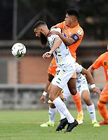 ENVIGADO - COLOMBIA, 20–02-2021: Jairo Palomino de Envigado F. C. y Alejandro Quintana of de Atletico Bucaramanga disputan el balon, durante partido entre Envigado F. C. y Atletico Bucaramanga de la fecha 8 por la Liga BetPlay DIMAYOR I 2021, en el estadio Polideportivo Sur de la ciudad de Envigado. / Jairo Palomino of Envigado F. C. Alejandro Quintana of Atletico Bucaramanga fight for the ball, during a match between Envigado F. C. and Atletico Bucaramanga of 8th date for the BetPlay DIMAYOR I 2021 League at the Polideportivo Sur stadium in Envigado city. Photo: VizzorImage / Luis Benavides / Cont.