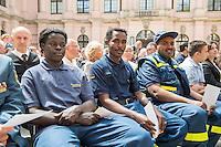 Bundesregierung gedenkt der Opfer von Flucht und Vertreibung.<br /> Am 20. Juni 2016 begeht die Bundesregierung mit einer Gedenkstunde im Schlueterhof des Deutschen Historischen Museums in Berlin den Gedenktag für die Opfer von Flucht und Vertreibung.<br /> Mit diesem Gedenktag wird seit 2015 jaehrlich am 20. Juni an die Opfer von Flucht und Vertreibung weltweit sowie insbesondere an die deutschen Vertriebenen erinnert.<br /> Im Bild: THW-Mitarbeiter aus dem Sudan.<br /> 20.6.2016, Berlin<br /> Copyright: Christian-Ditsch.de<br /> [Inhaltsveraendernde Manipulation des Fotos nur nach ausdruecklicher Genehmigung des Fotografen. Vereinbarungen ueber Abtretung von Persoenlichkeitsrechten/Model Release der abgebildeten Person/Personen liegen nicht vor. NO MODEL RELEASE! Nur fuer Redaktionelle Zwecke. Don't publish without copyright Christian-Ditsch.de, Veroeffentlichung nur mit Fotografennennung, sowie gegen Honorar, MwSt. und Beleg. Konto: I N G - D i B a, IBAN DE58500105175400192269, BIC INGDDEFFXXX, Kontakt: post@christian-ditsch.de<br /> Bei der Bearbeitung der Dateiinformationen darf die Urheberkennzeichnung in den EXIF- und  IPTC-Daten nicht entfernt werden, diese sind in digitalen Medien nach §95c UrhG rechtlich geschuetzt. Der Urhebervermerk wird gemaess §13 UrhG verlangt.]