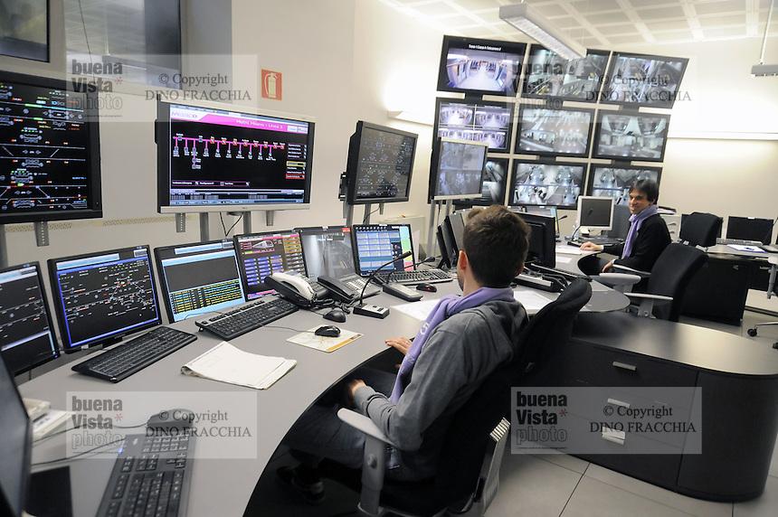 - Milano, collaudo della nuova linea 5 della Metropolitana, sala operativa del sistema automatico....- Milan, testing of the new Metro line 5, control room of the automated system