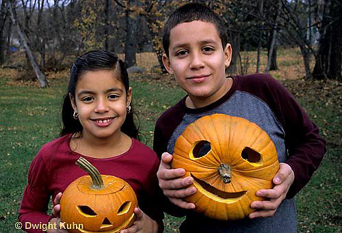HS24-210z  Pumpkin - children with jack-o-lanterns