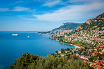 Frankreich, Provence-Alpes-Côte d'Azur, Roquebrune-Cap-Martin: Blick ueber Roquebrune Bucht nach Monaco | France, Provence-Alpes-Côte d'Azur, Roquebrune-Cap-Martin: View along Roquebrune Bay to Monaco