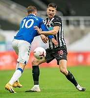 1st November 2020; St James Park, Newcastle, Tyne and Wear, England; English Premier League Football, Newcastle United versus Everton; Federico Fernández of Newcastle United obstructs Gylfi Sigurðsson of Everton