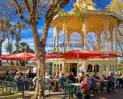 Spanien, Kanarische Inseln, Teneriffa, La Orotava: Strassencafe   Spain, Canary Islands, Tenerife, La Orotava: Cafe