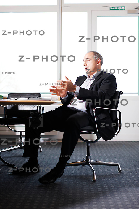 Interview mit Valentin Chapero, CEO Sonova, (Phonak) im Hauptsitz in Staefa Laubisruetistrasse 28, Zuerich am 8. April 2010..Copyright © Zvonimir Pisonic
