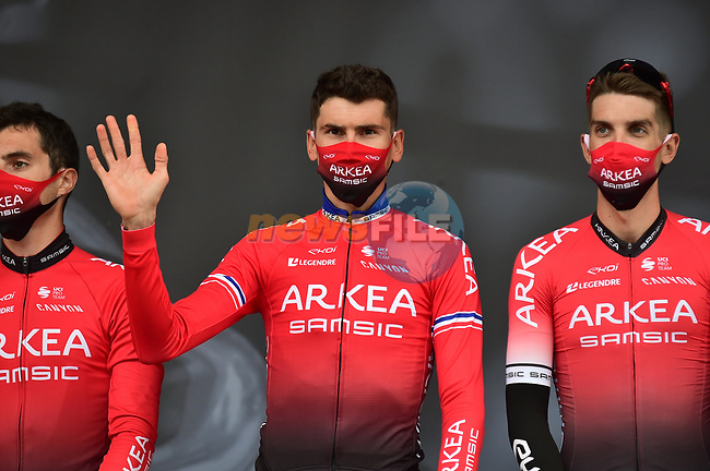 Warren Barguil and Kevin Ledanois (FRA) Team Arkea-Samsic at sign on before La Fleche Wallonne 2020, running 202km from Herve to Mur de Huy, Belgium. 30th September 2020.<br /> Picture: ASO/Gautier Demouveaux | Cyclefile<br /> All photos usage must carry mandatory copyright credit (© Cyclefile | ASO/Gautier Demouveaux)