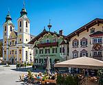 Oesterreich, Tirol, St. Johann in Tirol: Dekanatspfarrkirche Maria Himmelfahrt am Hauptplatz   Austria, Tyrol, St Johann in Tyrol: centre, church Maria Ascention at main square