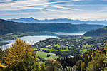Oesterreich, Kaernten, Steindorf am Ossiacher See: Blick ueber Bodendorf, den Ossiacher See, links Ossiach mit Stift in die Karawanken | Austria, Carinthia, Steindorf at Lake Ossiach: view across lake, village Bodendorf and Ossiach (left) towards the Karawanks mountains